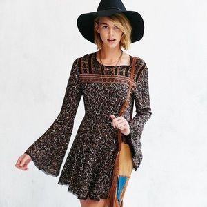 UO Ecote Sascha Bell Sleeve Boho Dress 6